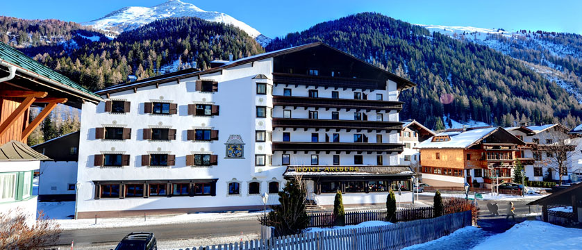 austria_st-anton_hotel-alberg_exterior.jpg